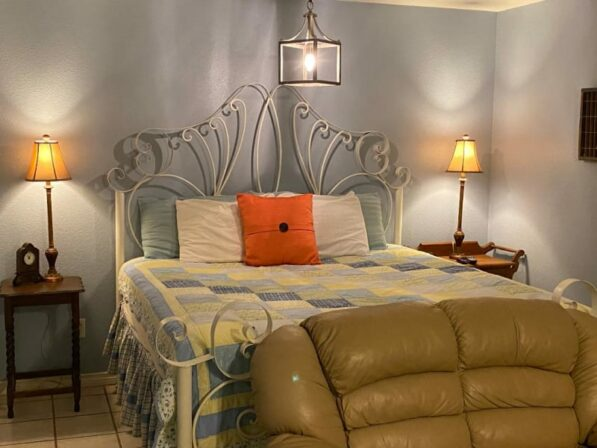Carriage House Suite I, The Crossroads Inn