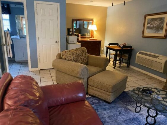Carriage House Suite II, The Crossroads Inn