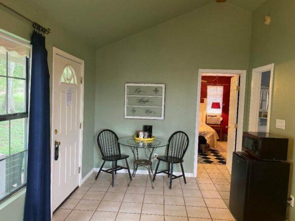 Lavender Cottage, The Crossroads Inn
